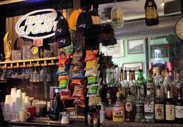 Hayes-Tavern-Bar-Drinks1-600x417